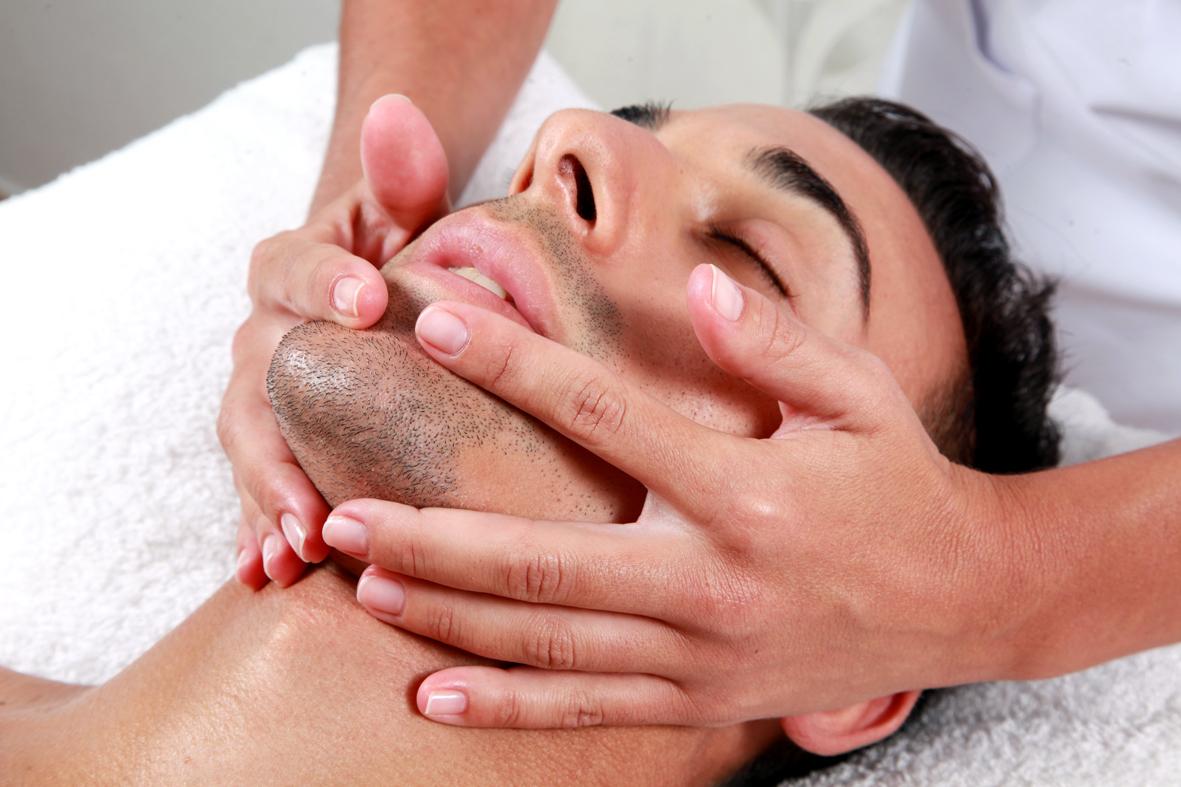 masaje corporal niña asiatica